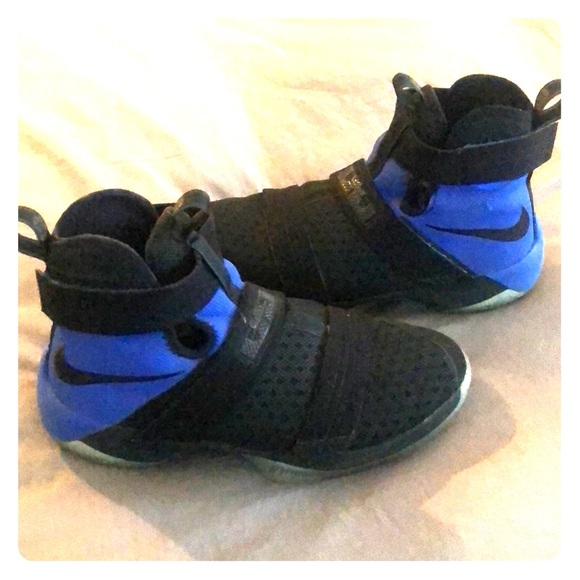 newest cfb59 b2b8d Nike LeBron Zoom Soldier 10 Shoes, Big Kids 6.5